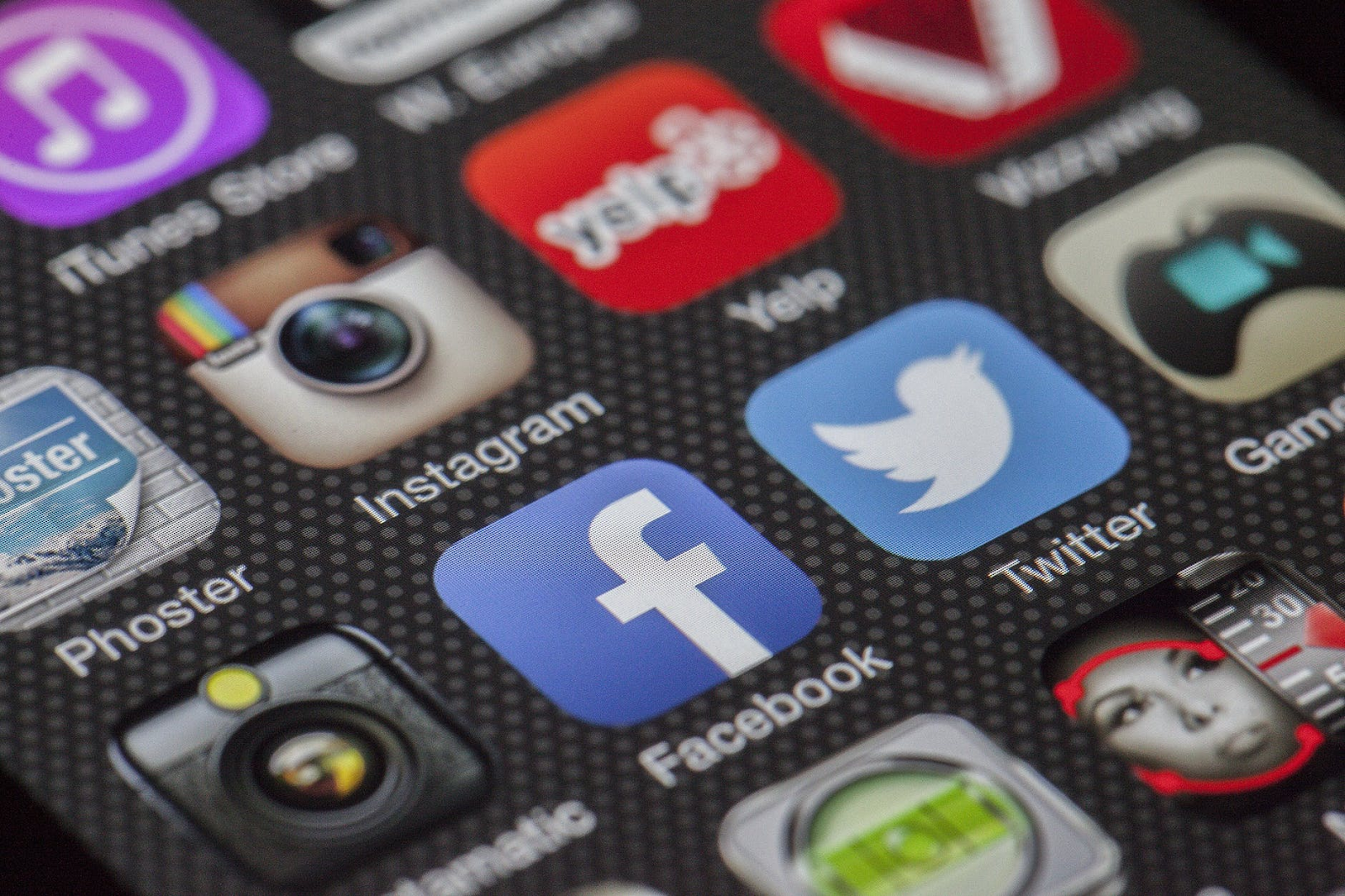 Utilize the power of social media and measure its success as a b2b marketing kpi